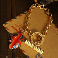 1PCS Vintage Lip Shaped British Flag Toggle Bracelet new arrival Unique design