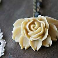Eternal Rose Necklace - Natural