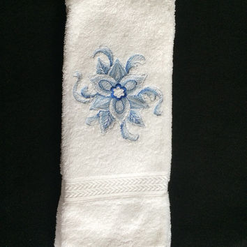 Christmas Delft Blue Poinsettia Embroidered Bath Hand Towel In Blues