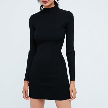Missguided - Robe courte noire simple col montant manches longues