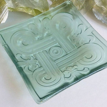 Fleur-de-lys Imprinted Float Glass Plate in Pale Blue Tint