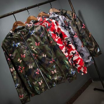 2017 New Mens Summer Camo Windbreaker Jacket Fashion Camouflage Hooded Butterfly Coats Thin Male Hip Hop Sport Suit Parkas