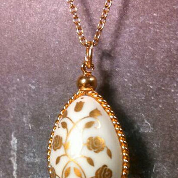 12K Gold Filled Porcelain hand painted ivory white egg necklace. Long chain and super cute. Rose flower painted gold.