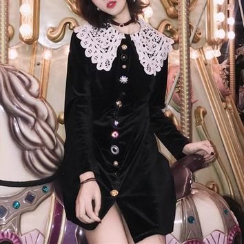 Hepburn Wind Retro Temperament Lace Collar Single-breasted Long Sleeve Velvet Mini Dress