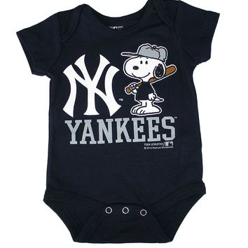 New York Yankees Newborn Infant Creeper Snoopy Peanuts Baby Romper MLB Apparel