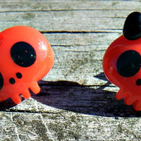 Kawaii Cute Head Skull Earrings. Red skull studs with black bows.