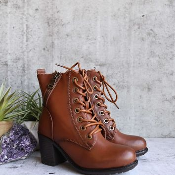 amelia distressed bootie - camel