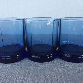 vintage blue glasses, RETRO Essex Anchor Hocking cobalt blue 8 oz tumblers, cobalt blue bar cart glasses, whiskey scotch low ball tumblers