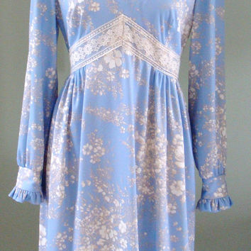 Vintage Floral Dress, 70s Long Sleeve lace Maxi,  Light Blue Long Sleeve Belted Dress, Periwinkle Blue Full Length Dress Size M/L