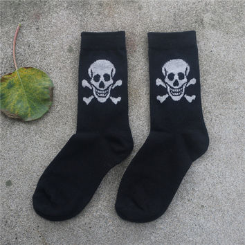 1 pair New Cotton Material Skull Pattern men and Women's Socks Cool Casual Socks free Shipping