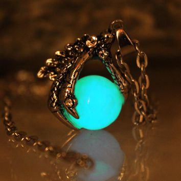 Claw of the dragon dragon talons Punk Luminous Dragon claw Pendants Necklaces GLOW in the DARK dragon amulet Sweater Chain Gift