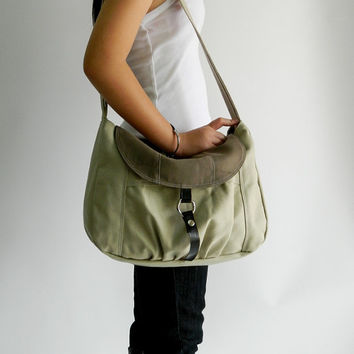 CHRISTMAS SALE -15% off - Claire in Two Tone // Messenger / Diaper bag / Tote bag / Purse / Handbag / Hip bag / Women / For her