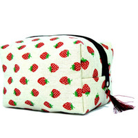 Strawberry makeup bag // Cosmetic bag // Make up box bag // Makeup holder // Zipper pouch // Zipper box // Makeup box