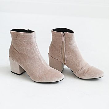 made for walkin' bootie - blush