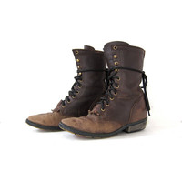 Vintage brown leather boots. Lace Up Ropers. Western Boots. Worn In Country Boots. Women's Boots