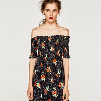 PRINTED DRESS WITH EXPOSED SHOULDERS