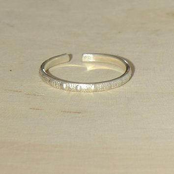 silver toe ring - pattern toe ring - thin toe ring -dainty toe ring - thin band toe ring - midi ring - pinky ring