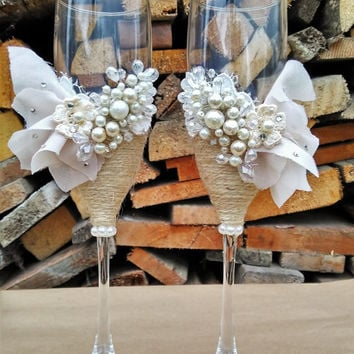 Personalized wedding flutes Wedding champagne glasses Toasting flutes Champagne flutes ivory pearl rustic champagne flutes wedding Rustic