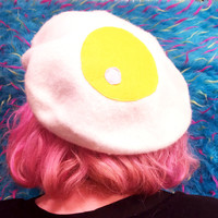 egg beret | kawaii cute kitsch harajuku grunge 90s neogal aesthetic tumblr hipster funny fairy kei pop kei aomoji kei breakfast food