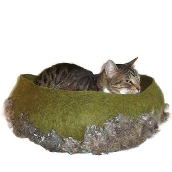 Cat Bed Felted Wool Fleece Modern Primitive Cat Basket - Lincoln  on Dill Heather - Supporting Small US Farms - Ready to Ship