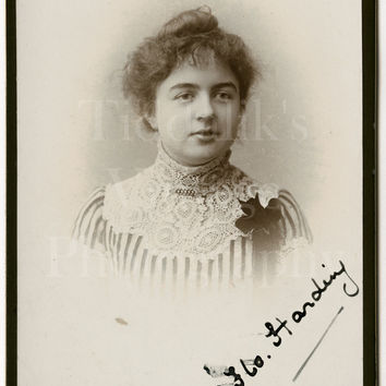 Cabinet Card Photo Edwardian Young Pretty Woman, Lace Necklace Striped Blouse, Signed Identified Portrait - London England  - Antique Photo