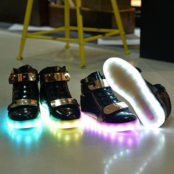 Led Shoes 2017 Light Up Shoes Colorful Casual Sneakers for Men Women Running Shoes New
