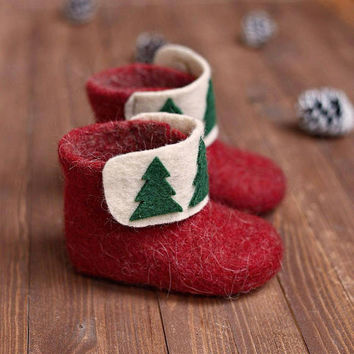 Christmas kids boots slippers- felted baby booties- baby wool boots with Christmas decor- red ankle baby boots- high felt children boots