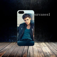 iphone 4/4s or iphone 5 hard or rubber case Zac Efron 44