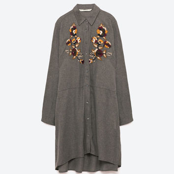 EMBROIDERED TUNIC DETAILS