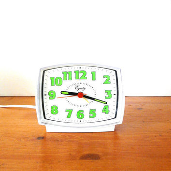 vintage alarm clock   ///   mod, retro, mint green, kelly green, electric clocks, 70s, kitsch, mid century home decor