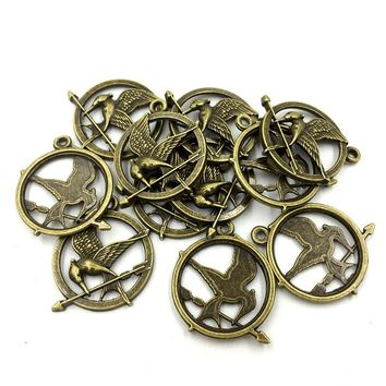 10Pcs Antique Bronze Long Mouth Bird Hawk Fly Bite A Arrow Anima Metal Charms For Necklaces DIY Pendants Jewelry Findings 30mm