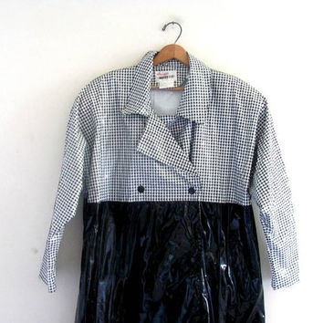 Vintage black and white houndstooth raincoat w snaps women's Size L