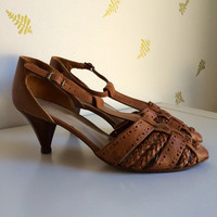vintage 80's t-strap shoes / size 9 / brown leather / woven + braided / ankle strap / stacked heels / sandal pumps