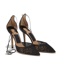 Pump in ayers and lace