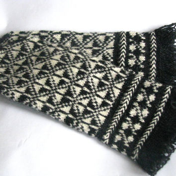 Warm  wool mittens, handmade with love in Latvia. Hand knitted wool mittens, latvian mittens, knitted patterned mittens,arm warmer,