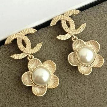 Chanel Stylish Women Golden Flower Pearl Stud Earring Jewelry I12426-1