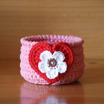Crochet basket bowl, Valentine's Day gift, pink crochet bowl with red heart, trinket holder, jewelry dish, candy bowl, gift basket idea