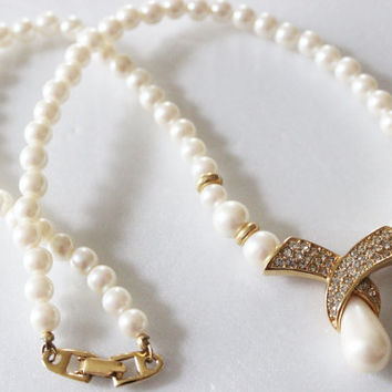 Costume Jewelry  Vintage Necklace Faux Ivory Pearls White Pearl Necklace Beaded Necklace Gold Choker 60s Pearls Drop Necklace Rhinestones