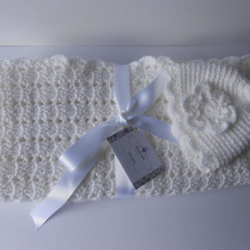 Christening Blanket. White Christening Blanket. Christening Shawl. White christening shawl. Crochet Baby  blanket.  New baby gift.