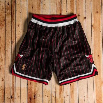 ONETOW Mitchell & Ness - 1996-97 Authentic Shorts Chicago Bulls (Black/Red/White)