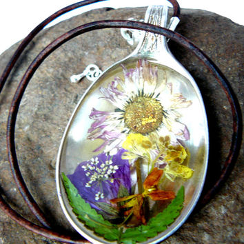 Real flowers Necklace Preserved in Resin in Vintage Silver Plated Spoon on Natural Leather Cord. Daisy and pressed flowers