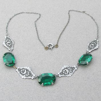 Vintage Art Deco Emerald Green Czech Rhinestone & Silver Tone Filigree Necklace
