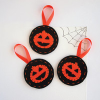 Halloween decoration smiling pumpkin ornaments - black and orange Jack o Lantern