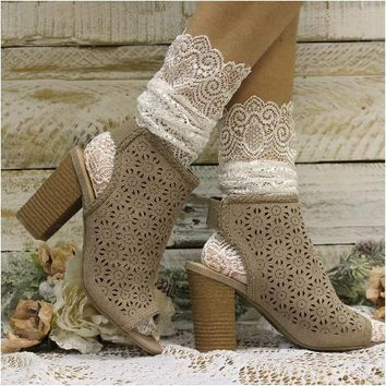 Allover lace anklet for heels - cream