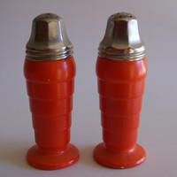 Vintage MODERNTONE PLATONITE Orange Salt And Pepper Shakers Set By Hazel Atlas 1940s To 1950s