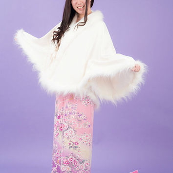 pure white kimono poncho : collared and fringed with fake fur ( worldwide free shipping by EMS ) all hand sewing