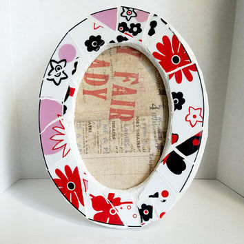 floral mosaic oval picture frame - red, pink, black and white china -white grout - 4 x 6 photo frame - flowers - oval picture frame