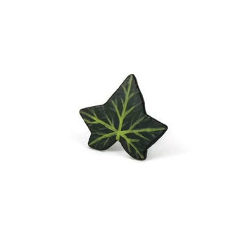 Green ivy leaf adjustable ring, nature fancy ring, woodland painted plastic ring (recycled CD)