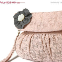 ON SALE  Embroidered Purse in Dusty Pink by Oyeta on Etsy