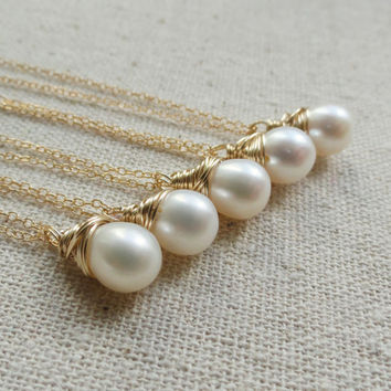 Wedding jewelry Set of  FIVE: pearl necklaces, Gold necklaces for bridesmaids, Bridesmaid gifts, white pearl solitaires, bridesmaid jewelry